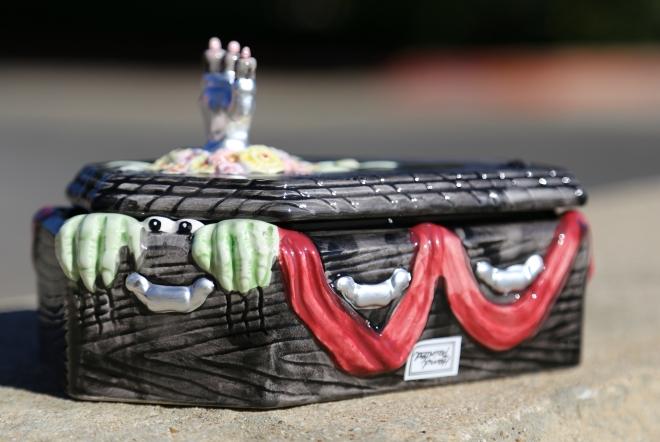 1992 sri lanka fitz floyd ceramic halloween casket coffin dish